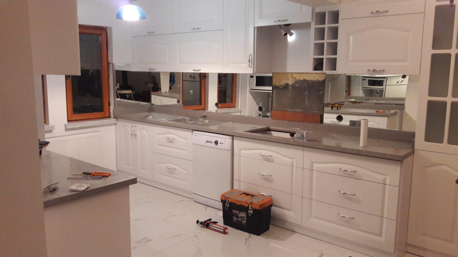 Efor Cam & Ayna - Mutfak Tezgah Arası Cam İşlerimiz