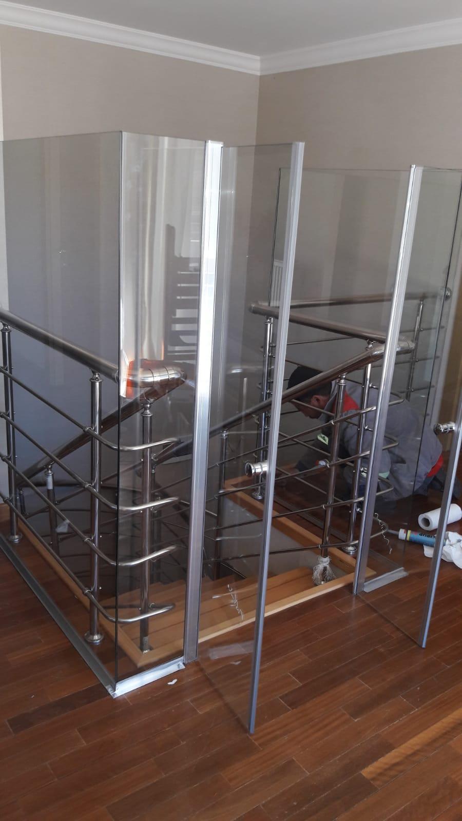 Efor Cam & Ayna - Merdiven Kenarı Cam İşlerimiz